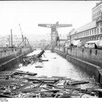 Bundesarchiv_Bild_101II-MW-5683-29A__Brest__Hafen__gekentertes_U-Boot.jpg